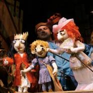 Распродажа билетов в Тюменском театре кукол фотографии
