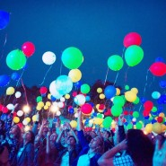 Массовый запуск светящихся шариков 2017 фотографии