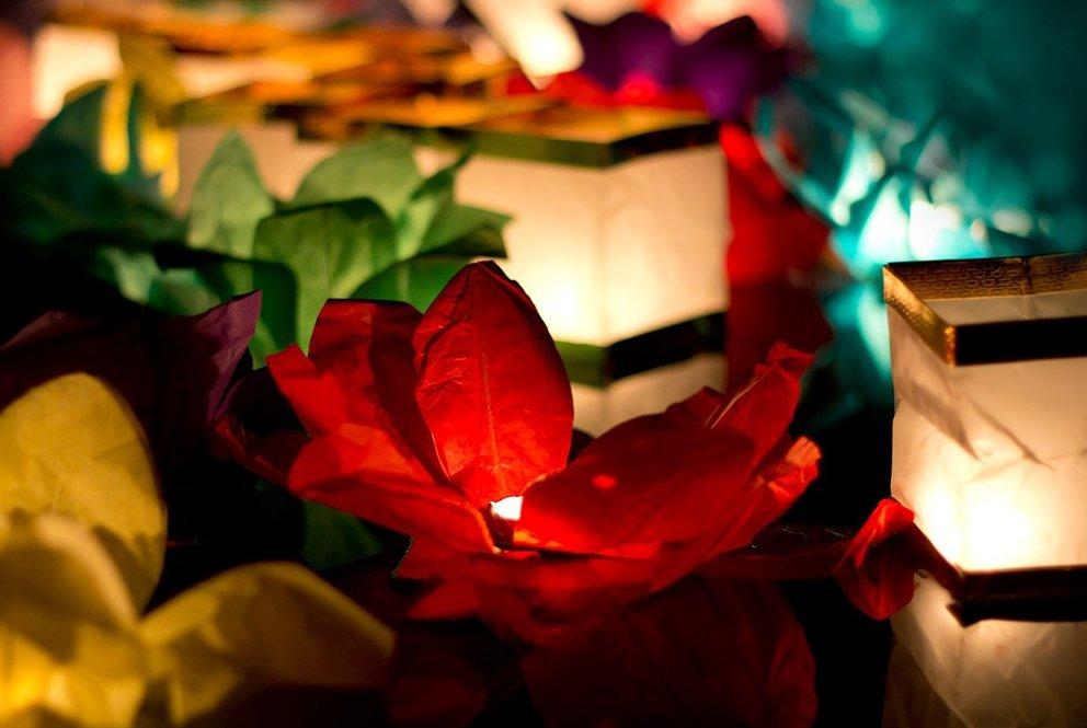 Фестиваль водных фонариков вТюмени