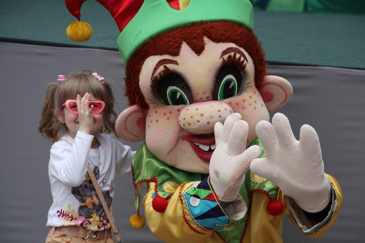 Трансляция вТюменском театре кукол коДню защиты детей