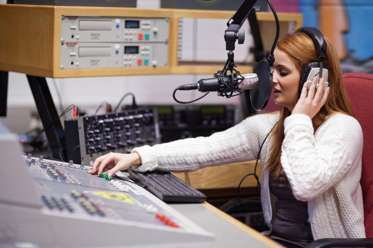 Выставка «Слушайте радио намузейной частоте»