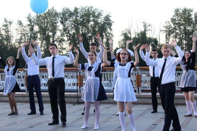 Традиционный общегородской выпускной «Вальс наНабережной» 2019