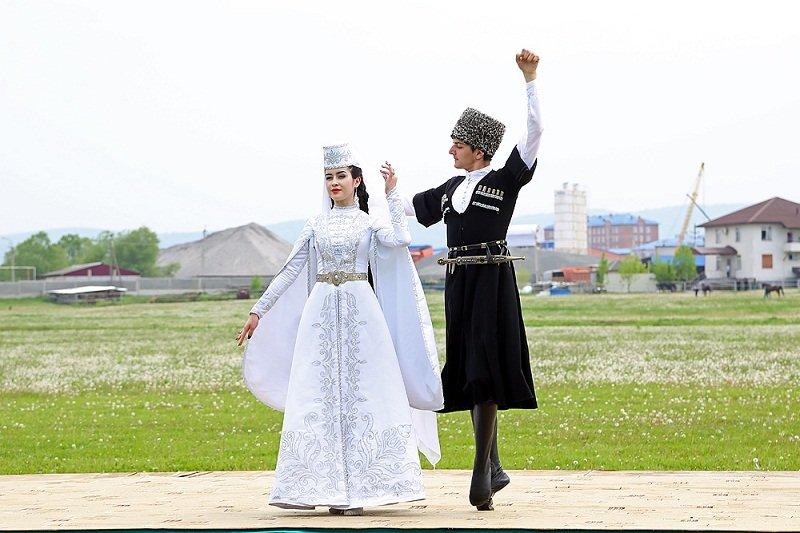 национальный костюм ингушетии фото открыть