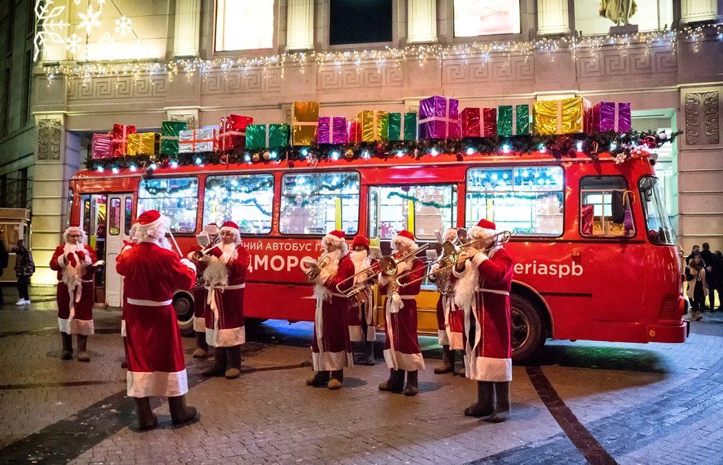 Музыканты— Деды Морозы вТюмени 2020