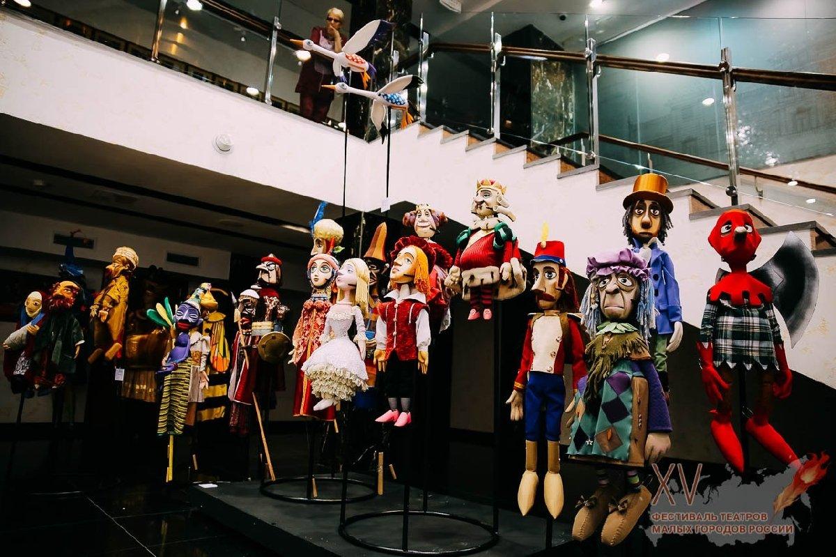Выставка костюмов идекораций «Триплет»