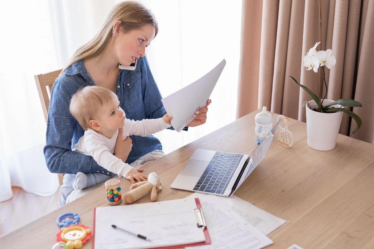 Горячая телефонная линия повопросам выплат семьям сдетьми